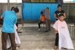 Hiệu cắt tóc không đồng giúp học sinh nghèo của thầy giáo Hà Tĩnh