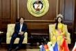 Hoa hậu Đỗ Thị Hà ngồi 'ghế trên' khi thăm trường: Có gì phải ầm ĩ, nặng lời?
