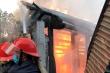 Nhà thờ họ ở Nghệ An bốc cháy dữ dội sau lễ cúng Rằm tháng Bảy