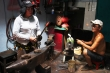 Ảnh: Cặp vợ chồng già 38 năm quai búa giữa Sài Gòn