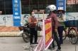 Người dân tâm dịch COVID-19 ở Chí Linh được phát thẻ ra vào chợ luân phiên