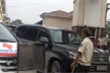 Bảo vệ bệnh viện Bạch Mai chặn xe cứu thương