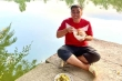 Ảnh đời thường cực kỳ 'hai lúa' của MC Quyền Linh
