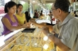 Giá vàng lao dốc, nhà đầu tư trong nước lỗ hơn 2 triệu đồng/lượng sau 1 ngày