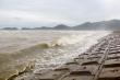 Ảnh: Người dân Hà Tĩnh chằng néo nhà cửa, tàu thuyền chống bão Kompasu