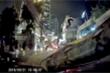 Video: Đang lái xe người phụ nữ kinh hãi phát hiện con trăn trườn ngay trước mắt