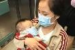 Nỗi đau xé ruột của mẹ đơn thân nhìn con trai 10 tháng tuổi đau đớn với nhiều vết lở loét khắp người
