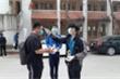 Đoàn thanh niên hỗ trợ đo thân nhiệt, phát khẩu trang ngày đầu sinh viên đi học lại