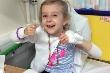 Bé gái 9 tuổi mắc bệnh kỳ lạ, chỉ cần chạm nhẹ da sẽ bị phồng rộp đau đớn