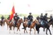 Ảnh: Cảnh sát cơ động Kỵ binh diễu hành trước Lăng Bác và nhà Quốc hội