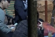 Nhóm chuyên dàn cảnh móc túi ở Suối Tiên tẩu tán đồ ăn cắp thế nào?
