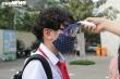 Học sinh Hà Nội đeo khẩu trang, trang bị kính chắn giọt bắn ngày đầu đi học lại