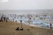 Bất chấp dịch Covid-19, hàng nghìn người Quảng Nam vẫn đổ xô tắm biển