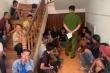 Hàng chục trinh sát đột kích trường gà ở Gia Lai, bắt giữ 49 con bạc