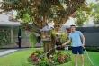 Quốc Trường chăm sóc vườn cây cổ thụ trong biệt thự 700 m2