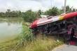 Xe khách móp méo vì va chạm xe đầu kéo, 9 người bị thương