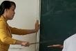 Phẫn nộ nữ giáo viên nhiều lần dùng thước đánh học sinh