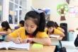 Học sinh lớp 1 'còng lưng' học chữ: Sức ép từ kiến thức hay giáo viên?