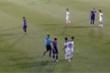 Cầu thủ 'hiền nhất đội Sài Gòn FC' ném bóng thẳng mặt Hồng Duy