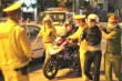 Quật ngã 'quái xế' tông thẳng vào lực lượng chống đua xe ở Đà Nẵng