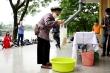 Người nghèo nhận gạo ATM: 'Cảm ơn tất cả, một miếng khi đói bằng cả gói khi no'