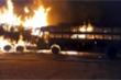 Video: Xe buýt đâm trực diện xe tải bốc cháy dữ dội, ít nhất 20 người chết
