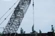 Công nhân hối hả trên công trường xây dựng cầu Thủ Thiêm 2