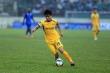 Phan Văn Đức rách mu bàn chân khi đá tập với U19 SLNA