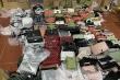 Hàng trăm nghìn sản phẩm được tổng kho hàng lậu ở Lào Cai 'chốt đơn' thế nào?