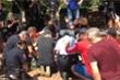 Video: Cảnh sát Mỹ rửa chân cho lãnh đạo tôn giáo da màu để hòa giải