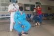'Cửa hàng cắt tóc miễn phí' trong khu cách ly viện Bạch Mai