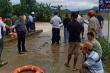 Dắt xe máy qua cầu tràn, 2 thanh niên Hà Tĩnh bị nước lũ cuốn trôi