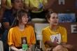 Video: Bạn gái cổ vũ Quang Hải, Duy Mạnh trầm ngâm ngồi một mình