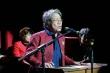 Video:  Nhạc sĩ Phó Đức Phương ngẫu hứng gõ bàn hát 'Cùng một con đò'