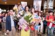 Hoàng Thùy diện áo dài, rạng rỡ về nước sau thành tích top 20 'Hoa hậu Hoàn vũ 2019'