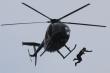 'Người bay' nhảy từ độ cao 40 mét mà không cần dù
