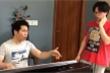Video: 'Ông hoàng nhạc đỏ' Trọng Tấn dạy con trai luyện thanh buổi đầu tiên