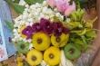 Bà nội trợ bỏ nửa triệu đồng mua mẹt hoa ngũ sắc cúng Rằm tháng Bảy