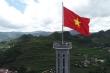 Sừng sững cột cờ Lũng Cú trên đỉnh núi Rồng