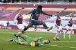 Kết quả Ngoại Hạng Anh: Hàng thủ sai lầm, Arsenal thua Aston Villa