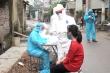 Video: Dân cư nơi có bệnh nhân 266 mắc COVID-19 xếp hàng chờ xét nghiệm