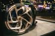 Ngắm siêu xe 13 triệu USD của Bugatti dịp Giáng Sinh