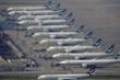 Tiếp viên hàng không Hong Kong thi nhau đi bán bảo hiểm