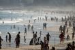 COVID-19: Brazil có hơn 1 triệu ca nhiễm, dân vẫn đổ xô tới bãi biển