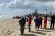 Lao ra cứu học sinh bị sóng biển cuốn, bảo vệ nhà hàng mất tích theo