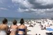 Video: Hàng nghìn người Mỹ đổ ra tắm biển bất chấp cảnh báo Covid-19