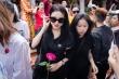 Nhã Phương đi giỗ Tổ sân khấu ở nhà thờ của Hoài Linh trước ngày cưới