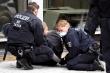 Người biểu tình Đức phản đối phong tỏa, Anh tranh cãi nới lỏng hạn chế