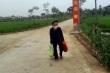 Mẹ liệt sĩ gần 90 tuổi đi bộ mang 5kg gạo ủng hộ cho khu cách ly ở Hà Tĩnh