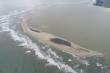 Đảo cát khổng lồ nổi lên giữa biển Cửa Đại giảm 1,5ha